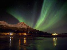 Aurora Boreal, Islândia - A aurora boreal é um fenômeno óptico da natureza visto principalmente perto do Círculo Polar Ártico. A Islândia é um dos melhores pontos para se avistar a aurora boreal.