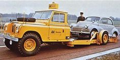 Land Rover 109 Serie III assistance roadway. Yellow