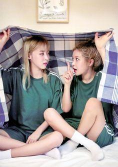 Moonbyul x Solar Kpop Girl Groups, Korean Girl Groups, Kpop Girls, Laura Lee, My Girl, Cool Girl, Bff, Besties, Kim Young