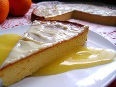 Sernik wiedeński z białą czekoladą w sosie z pomarańczy