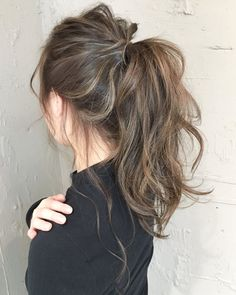 20 Popular Balayage Brown Hair Colors of 2019 - Style My Hairs Hair Color Highlights, Ombre Hair Color, Hair Color Balayage, Medium Hair Highlights, Balayage Asian Hair, Hair Colour, Wavy Hair, Dyed Hair, Wavy Ponytail
