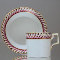 KPM Berlin: Tasse des Klassizismus mit Bordüre, Wellenband, zylindrisch, um 1800