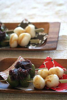 Japanese sweets/ mitarashi dango and yomogi dango with anko