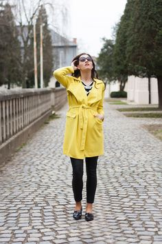 #yellowtrenchcoat #trenchcoat #leatherpants #stripes #ootd #fashion #fashionista #slovakblogger #fashionblogger #dnesnosim #comfyoutfit #casualoutfit #leathershoes #springoutfit