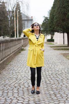 #yellowtrenchcoat #trenchcoat #leatherpants #stripes #ootd #fashion #fashionista #slovakblogger #fashionblogger #dnesnosim #comfyoutfit #casualoutfit #leathershoes #springoutfit