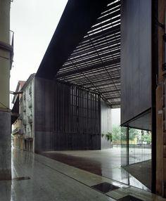 Espacio Público Teatro La Lira / RCR Arquitectes + PUIGCORBÉ arquitectes