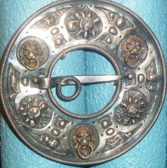 sajandeid vana sõlg, pildistanud Maren Toom muuseumis