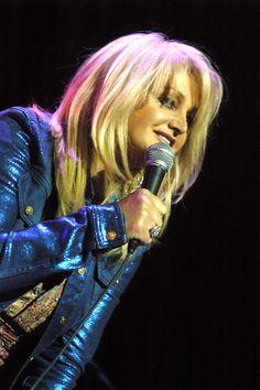 Bonnie Tyler - Source : thecelebritycity #bonnietyler #2000s #gaynorsullivan #gaynorhopkins #thequeenbonnietyler #therockingqueen #rockingqueen #music #rock