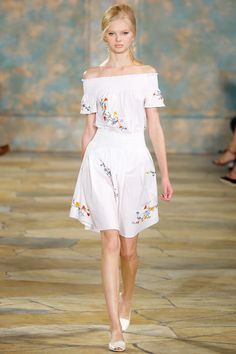 Summer dress, floral: Tory Burch Spring 2016 Ready-to-Wear Collection Photos - Vogue