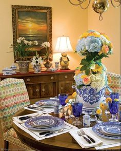 Browse Inside Southern Lady: Gracious Tables: The Perfect Setting for Any Occasion by Phyllis Hoffman