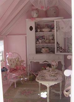Shabby Chic playhouse! http://daisypinkcupcake.blogspot.com