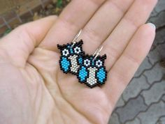 Earrings - Turquoise Owls - Turquoise, Black and Silver. via Etsy. Seed Bead Jewelry, Seed Bead Earrings, Beaded Earrings, Beaded Bracelets, Seed Bead Patterns, Beaded Jewelry Patterns, Beading Patterns, Motifs Perler, Beaded Animals