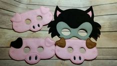 Check out this item in my Etsy shop https://www.etsy.com/listing/244879743/big-bad-wolf-and-3-little-pigs-masks