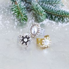 Create one or more of these Christmas Glitz Filigree Rings for holiday gifts for friends and family or yourself. Dress your fingers in style for all your holiday parties Michaels stores. Christmas Gifts To Make, Diy Holiday Gifts, Simple Christmas, Holiday Crafts, Diy Gifts, Holiday Parties, Diy Jewelry Projects, Jewelry Crafts, Jewelry Ideas