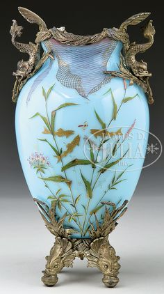 Moser Vase - I absolutely love the artistry in this piece Motifs Art Nouveau, Bijoux Art Nouveau, Antique Glass, Antique Art, Vintage Art, Vases Decor, Art Decor, Lila Gold, Glass Ceramic