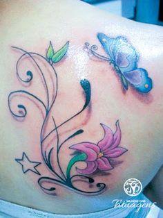 tattoo flores e borboletas nas costas, tatuagem flores e borboletas nas costas
