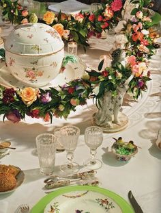Alberto Pinto Alberto Pinto Joe Nye Joe Nye Joe Nye Aren& these images just beautiful? Alberto Pinto& table settings are unbelievab. Beautiful Table Settings, Centerpieces, Table Decorations, Easter Traditions, Floral Garland, Place Settings, Outdoor Dining, Holidays And Events, Tablescapes