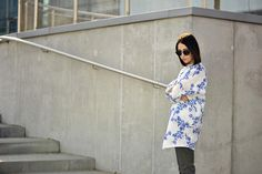coat-floral-print-street-fashion #oversized #coat #street #fashion #street #style #printed #coat #coat #with #print #outfit