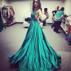 Pretty Little Liars - Spencer Hastings - Troian Bells - inspirational women, female empowerment✨fashion, green dress Cocktail Dresses With Sleeves, Plus Size Cocktail Dresses, Evening Dresses Plus Size, Evening Gowns, Spencer Hastings, Pretty Little Liars, Dresses For Teens, Prom Dresses, Formal Dresses
