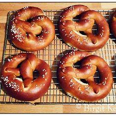 Birgit's Daily Bytes Birgits Daily Bytes Making Real Bavarian Pretzels Laugen Brezen Homemade Soft Pretzels, Pretzels Recipe, Good Food, Yummy Food, Burger Buns, Fresh Bread, Artisan Bread, Tray Bakes, Kitchens
