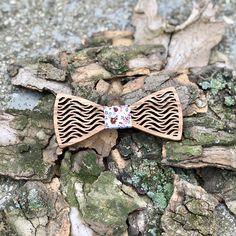 A Figurato Fiore fa csokornyakkendővel tedd teljessé megjelenésed, vagy csiszolj a stílusodon. Fa, Accessories, Jewelry Accessories