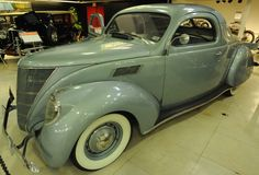 1937 Lincoln-Zephyr V-12 Coupe