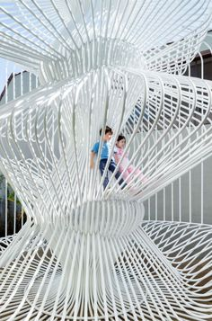 La Cage aux Folles made ​​by Warren Techentin is a huge bird cage interactive for all children in Silver Lake in Los Angeles. Architecture Portfolio, Landscape Architecture, Architecture Diagrams, St Etienne, Templer, Interactive Art, Exhibition Space, Exhibition Ideas, Space Images