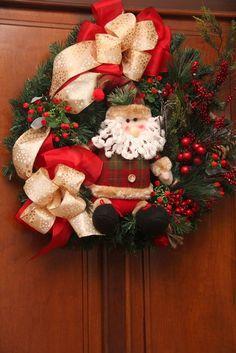 Guirlanda de natal                                                                                                                                                     Mais Christmas Tree Design, Christmas Flowers, Christmas Makes, All Things Christmas, Christmas Holidays, Christmas Wreaths, Christmas Crafts, Santa Wreath, Holiday Gifts