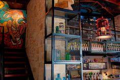 Интерьер бара в стиле лофт, проект студии Kst Architecture. Jukebox