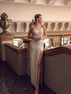 """Avem o surpriza pentru voi,  un nou brand disponibil acum la Eden Bride, brandul """"Mary LIzza"""" cu noua colectie 2021!   Rochie de mireasa sirena de lux decorata cu  margele și cu cristale Swarovski.  Rochia """"Grace"""" pentru o silueta frumos echilibrată!"""