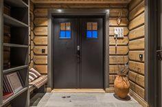 OPPLEV NYE RØROSHYTTA VISNINGSHYTTE! | FINN.no Cabin Style Homes, Log Homes, Hygge, Grey Kitchen Designs, Timber Walls, Cozy Fireplace, Cabin Interiors, Wooden House, Traditional House