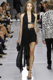 Versus Versace Spring 2016 Ready-to-Wear Collection Photos - Vogue Party Fashion, Fashion Week, Star Fashion, Spring Fashion, Fashion Show, Fashion 2015, High Fashion, Versace Fashion, Couture Fashion