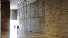 Círculo íntimo: el mundo de Pepe Espaliú puede verse en el Centro de Creación Contemporánea de Andalucía hasta el 3 de septiembre. Este se encuentra muy próximo a Viento10, en la otra orilla del Guadalquivir. Te recomendamos vivamente que visites esta exposición.