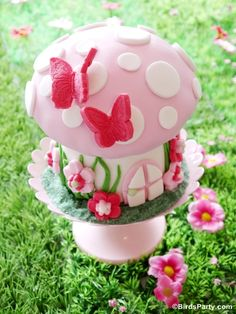 Pixie Fairy Party Ideas: How to Make a Toadstool Birthday Cake - BirdsParty.com