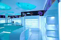 Pharma Plus drug store by H Studio store design Visual Merchandising, Pharmacy Design, Retail Store Design, Store Interiors, Branding, Design Furniture, Home Interior Design, Drugs, Studio