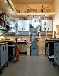 Awesome Garage Workshop Design Ideas and Organizing Your Dreams- Fantastis . - Awesome Garage Workshop Design Ideas and Organization of Your Dreams- Fantastic Garage Design Ideas - Workshop Layout, Workshop Design, Workshop Storage, Home Workshop, Garage Workshop, Shed Storage, Garage Storage, Storage Ideas, Tool Storage