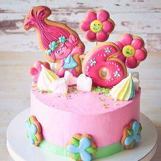 39 отметок «Нравится», 3 комментариев — Алевтина Шапошникова (@alya_shaposhnikova) в Instagram: «Раньше розочки на торте бы масляные, я в детстве такие вообще не любила. У наших же детей совсем по…»