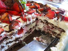 Easy Chocolate Strawberry Shortcake Recipe Can make ahead! Chocolate Strawberry Shortcake Recipe, Strawberry Icebox Cake, Strawberry Desserts, Köstliche Desserts, Delicious Desserts, Dessert Recipes, Yummy Food, Icebox Desserts, Spring Desserts