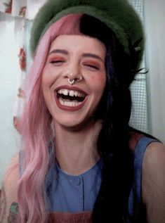 """This is way too adorable<<< i see a lot of people saying """"she's hot but her teeth are so fucked"""" like????? it makes her unique"""