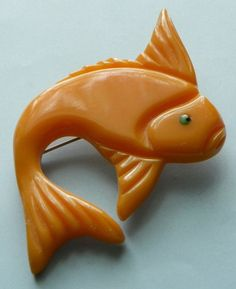 BAKELITE - PIN - FISH http://www.ebay.com/itm/BAKELITE-PIN-FISH-VINTAGE-/310324608190?pt=Vintage_Costume_Jewelry=item4840c9bcbe