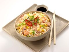 10 Lessons On How To Cook Rice Deliciously - Fried Rice Fried Rice Dishes, Rice Rolls, Asian Rice, How To Cook Rice, Food Staples, Vegetable Sides, Risotto, Macaroni And Cheese, Lunch