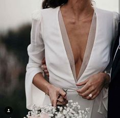 No 2 women are shaped the very same and that is why it is so essential to get bridal gown customized to fit the bride-to-be. Trendy Wedding, Wedding Styles, Dream Wedding, Wedding Day, Unique Wedding Dress, Elegant Wedding, Minimal Wedding Dress, Laid Back Wedding, Wedding Simple