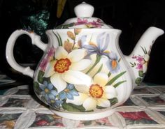 Beautiful Elegant Vintage Sadler Teapot made in England, Gorgeous White, Pink…