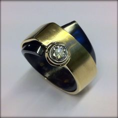 Ring gold, zirconium,diamond
