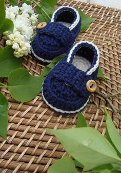 Crochet baby booties (picture for inspiration) by beryl