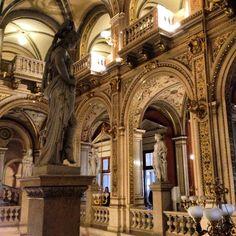 13/10/2014 - Nuestra viajera Ni Aina nos trae esta foto desde el interior de la Ópera de Viena, sin duda hermoso todo lo que se lleva a cabo en ella y hermosa en sí misma en su interior. Gracias amiga.