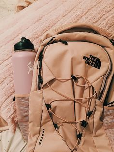 Hydro flask back to school north face back pack VSCO inspo pink aesthetic Cute Backpacks For School, Cute School Bags, Cute Mini Backpacks, Cute School Supplies, Teen Backpacks, Backpacks For High School, Leather Backpacks, Leather Bags, North Face Backpack School
