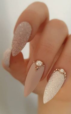 Best and Playful Glitter Nails Design Ideas in This Week - Page 19 of 35 Hey girls! Do you like to wear shiny nails? They look so glamorous and set you apart from the crowd. Bright nail designs are always fashiona Shiny Nails, Bright Nails, My Nails, Long Nails, Cute Nails, Pretty Nails, Bright Nail Designs, Elegant Nail Designs, Elegant Nails