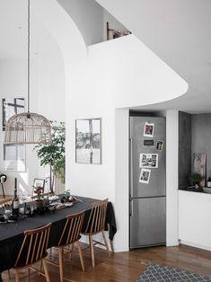 Bostadsrätt, Kungshöjdsgatan 11B - Kungshöjd, Göteborg - Entrance Fastighetsmäkleri Dining Area, Dining Room, Dining Table, Scandinavian Style, Exterior Design, Interior And Exterior, Room Interior, Duplex, Decoration