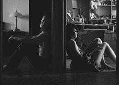 Mercuro B Cotto - http://www.miyoinquieto.com/mercuro-b-cotto/ -  Este fotógrafo ruso (Moscú, 1.982) retrata la sensualidad femenina entre desnudos y sombras, tanto en exteriores, fundiéndose normalmente en entornos naturales, como en interiores, donde juega magistralmente con luces y formas. Aquí puedes ver parte de su extenso portfolio. Mecuro B Cot...  www.miyoinquieto.com